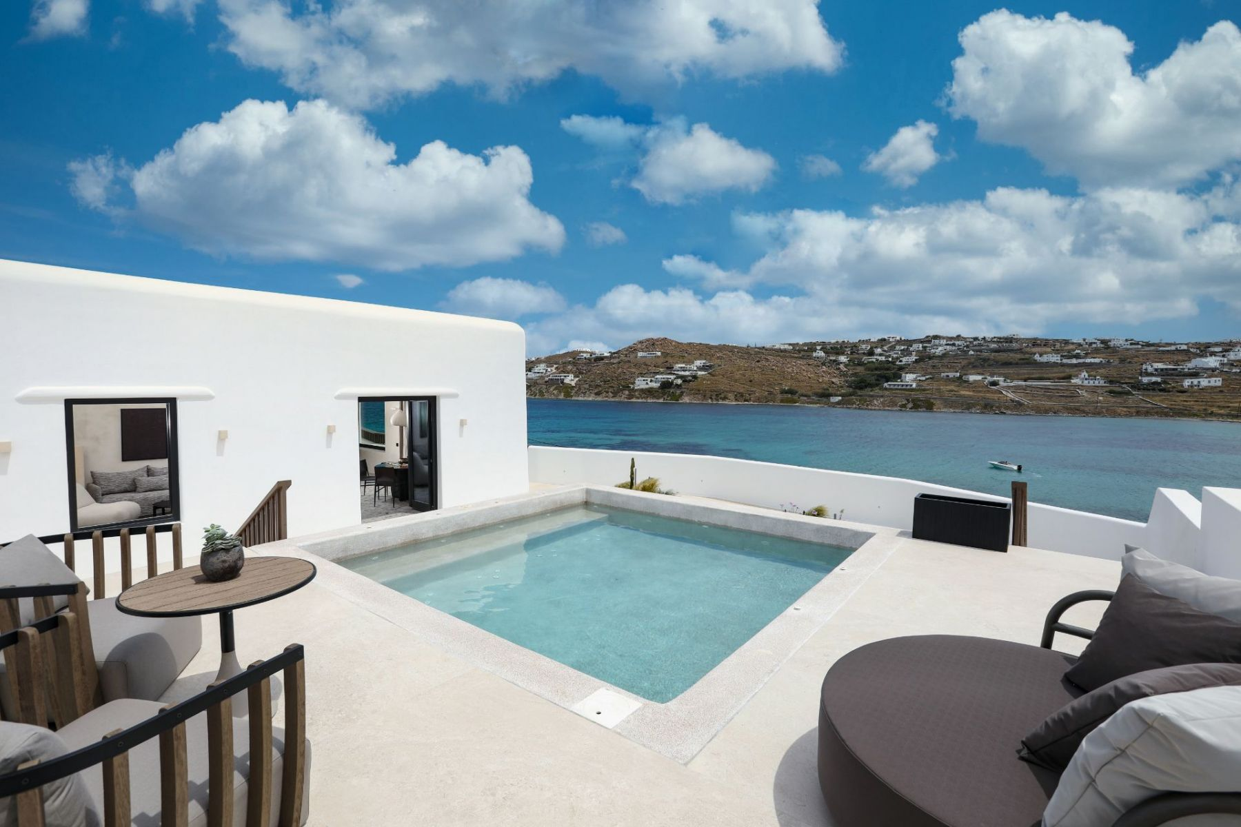 1_15_Aeonic-Suites-Spa-Apeiron-Suite-with-Private-Pool-1