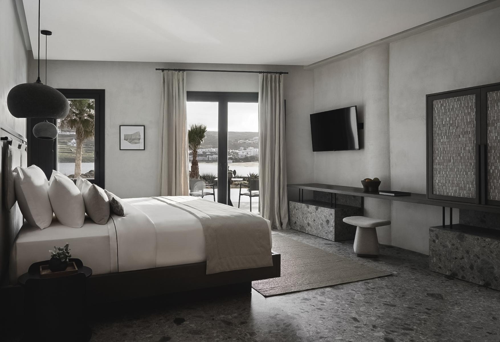 1_9_Aeonic-Suites-Spa-Luxury-Hotel-Mykonos-55